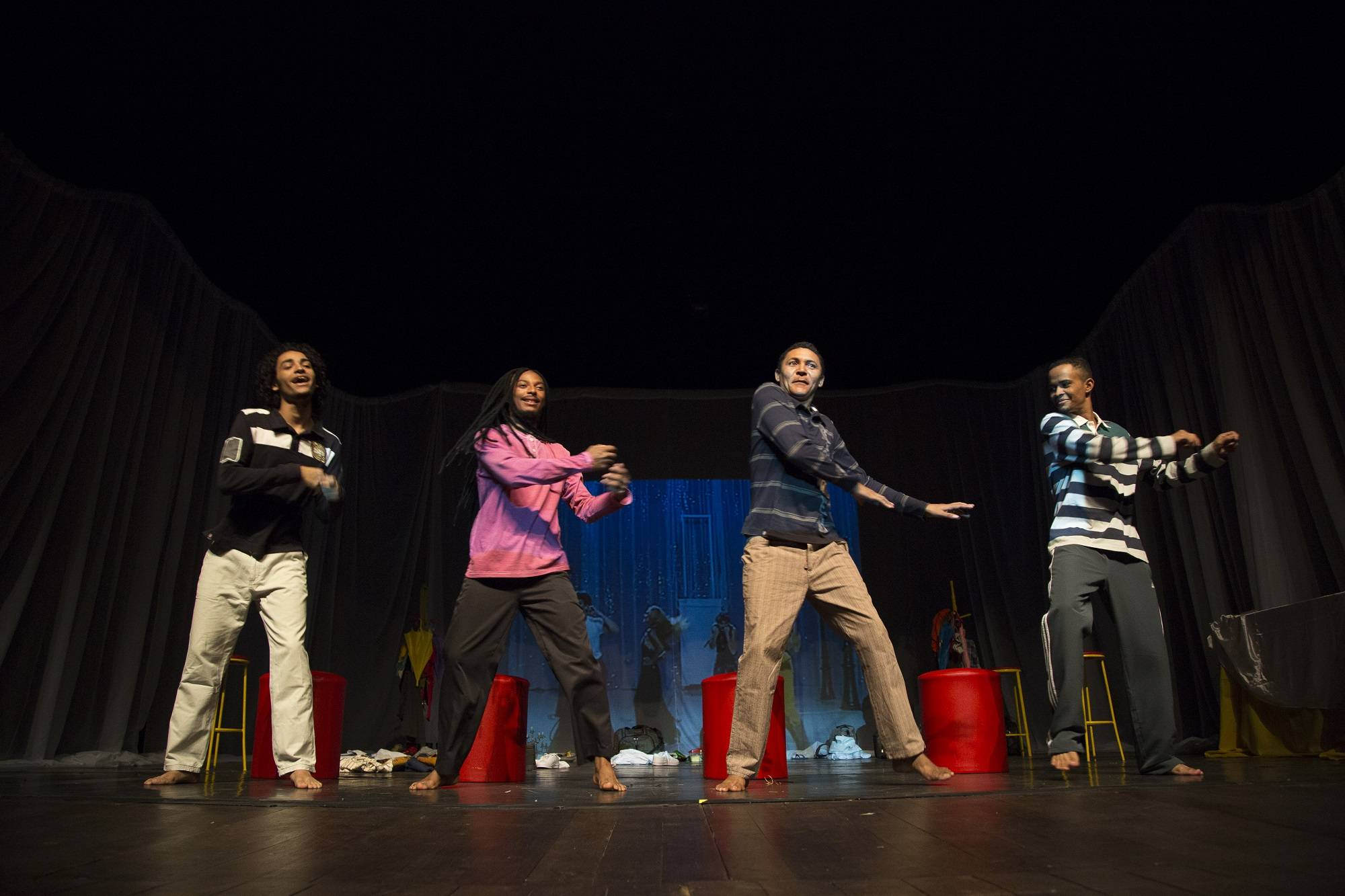Foto - Quatro Homens Jovens - Cena do Espetáculo 3.jpg